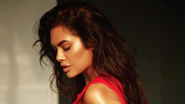 Esha Gupta Accuses Hotel Owner For Inappropriate Behaviour
