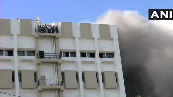 Fire Breaks Out In Mntl Building 100 People Stucked In It