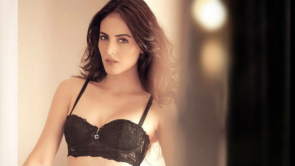 Mandana Karimi Shared Hot Photos On Instagram