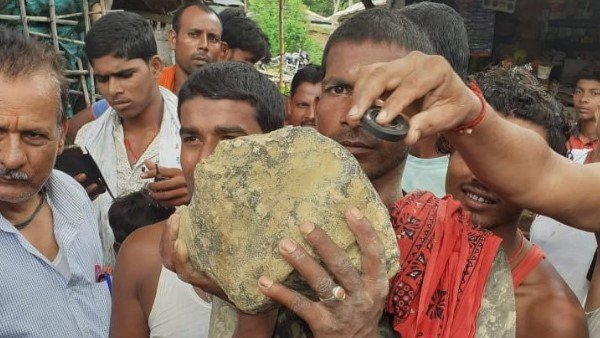 Kg Mysterious Stone Falls From The Sky In Bihar