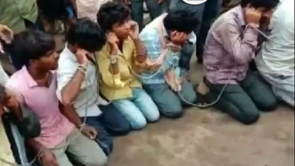 A Gang Of 24 People Tied Up With A Rope For Allegedly Cow Traffickers