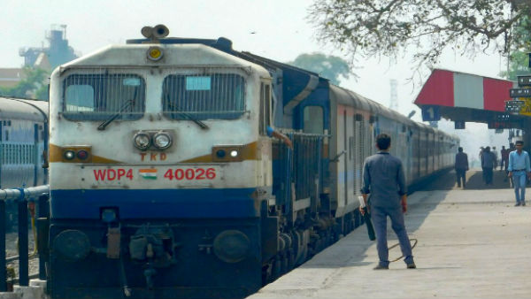 Railway Collected 1536 Crore Rupee From Cancel Ticket In 2018