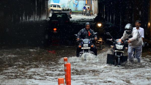 દિલ્હી-NCRમાં આખરે વરસ્યાં વાદળ, તેજ હવાઓ સાથે થયો વરસાદ