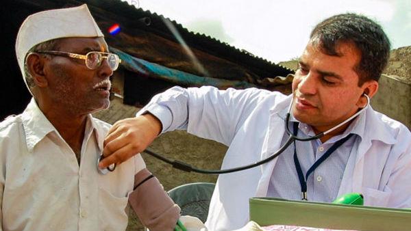 Swapnil Mane Doctor From Maharashtra Doing Free Cancer Treatment