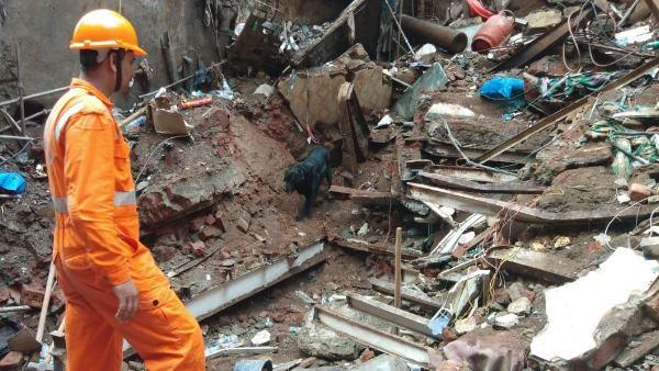 મુંબઈ દૂર્ઘટનાઃ બિલ્ડિંગના કાટમાળમાંથી કઢાયા 14 શબ, વળતરની ઘોષણા