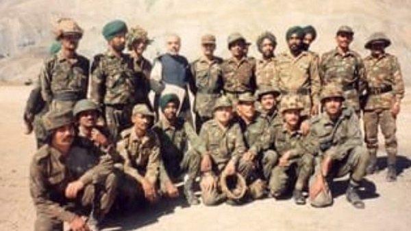 Kargil Vijay Diwas Pm Modi And President Ramnath Kovind Pay Tribute To Soldiers