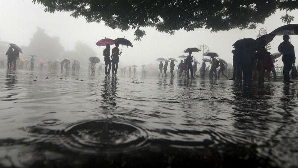 આ પણ વાંચોઃ ગુજરાત સહિત દેશના આ 7 રાજ્યોમાં આજે ભારે વરસાદની ચેતવણી, જરૂર વિના ઘરમાંથી બહાર ન નીકળો