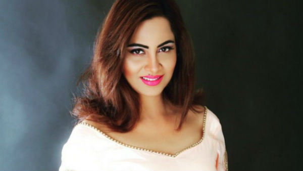 Arshi Khan Queets Politics In Only Six Months