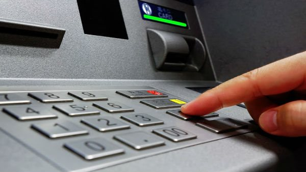 Points To Note While Using Atm For Security