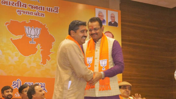 World Famous Artists Formally Joined The Bjp Wearing A Saffron Scarf