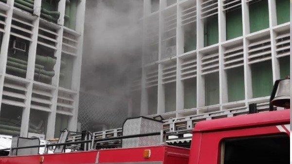 દિલ્હીઃ AIIMSની બિલ્ડિંગમાં લાગી આગ, ફાયર બ્રિગેડની 22 ગાડી પહોંચી