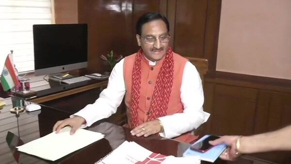 Hrd Minister Ramesh Pokhariyal Claims Nasa Says Speaking Computer Become Reality Because Of Sans