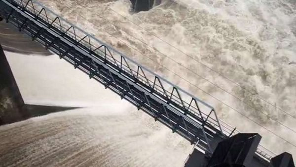 Gujarat Water Rises To 330 12 Feet In Ukai Dam Flood Risk On Surat