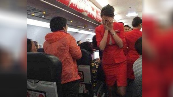 The Woman Threw Hot Water And Noodles At The Air Hostess