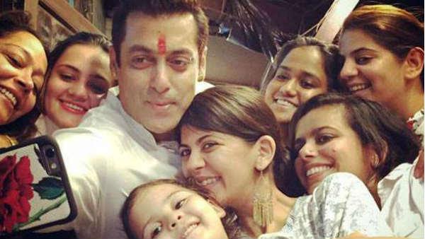 Rakshabandhan Special Story Salman Khan Arjun Kapoor Bonding With Sisters