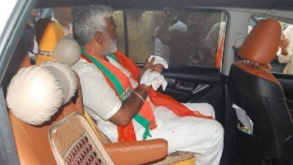 Up Bjp President Swatantra Dev Singh S Finger Got Injured