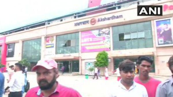 દિલ્હી: અક્ષરધામ મંદિર પાસે પોલીસની કમાન્ડો ટીમ પર ફાયરિંગ