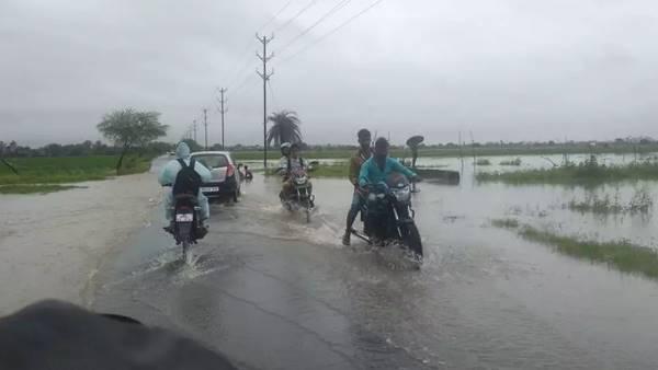 આ પણ વાંચોઃ ગુજરાત અને એમપીમાં ભારે વરસાદનું એલર્ટ, વિજળી પડવાની સંભાવના