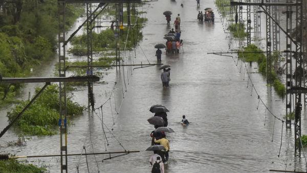 મુંબઈમાં રેડ એલર્ટ, શાળા કોલેજ બંધ, ઉત્તરાખંડમાં પણ થઈ શકે છે આફતનો વરસાદ