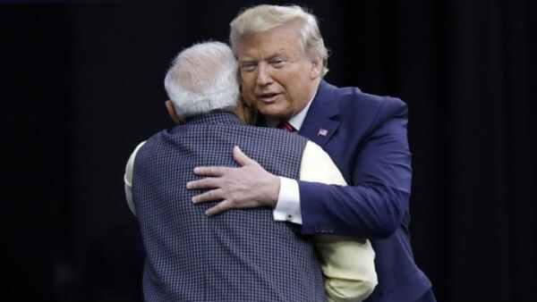 હાઉડી મોદીઃ ટ્રમ્પે ટ્વીટ કરીને કહ્યુ - અમેરિકા ભારતને પ્રેમ કરે છે...