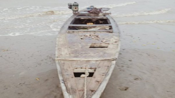 Bsf Seized 1 Fishing Boat Of Pakistan And Apprehended 2 Pakistani Fishermen In Gujarat