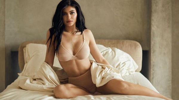 Kylie Jennerનો સેક્સી Video વાયરલ, જોઈને જ થઈ જશો પાણીપાણી