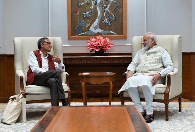 નોબલ પુરસ્કાર વિજેતા અર્થશાસ્ત્રી અભિજીત બેનર્જીને મળ્યા PM મોદી