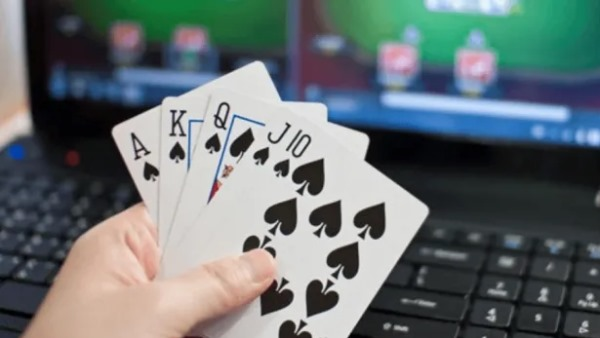 Rajkot A Men Lost 78 Lakh Rupess Playing Online Poker