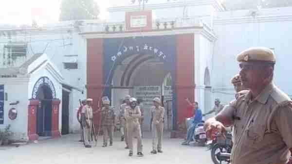 ગોરખપુર: કેદીઓએ ડેપ્યુટી જેલર સહીત ઘણા પોલીસકર્મીઓની પીટાઈ કરી