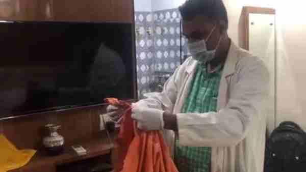 કમલેશ તિવારી: હોટલમાં લોહીથી ખરડાયેલા ભગવા કપડાં મળી આવ્યા