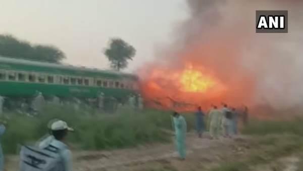 આ પણ વાંચોઃ પાકિસ્તાનઃ કરાંચી-રાવલપિંડી તેજગામ એક્સપ્રેસમાં આગ લાગતા 65 લોકોના મોત, 15 ઘાયલ