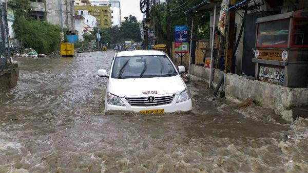 આ પણ વાંચોઃ IMD Warning: દિવાળીમાં ખલનાયક બન્યો વરસાદ, આજે આ રાજ્યોમાં ભારે વરસાદની સંભાવના
