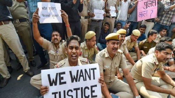 પોલીસ-વકીલ વચ્ચે મારામારીઃ કોર્ટની બહાર વકીલે આપઘાતની કોશિશ કરી