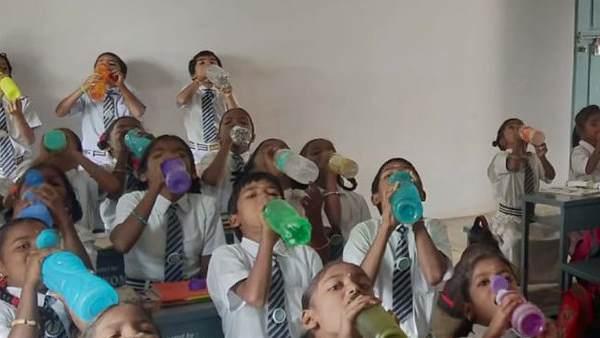 બાળકોને બિમારીઓથી બચાવવા અનોખી પહેલ, શાળા યાદ કરાવે ક્યારે પીવાનુ છે પાણી