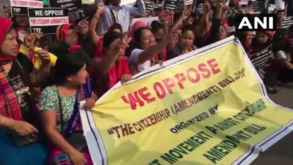 નાગરીકતા સંશોધન બિલ: અસમ, ત્રિપુરા અને મણીપુરમાં રસ્તા પર ઉતરી આવ્યા લોકો