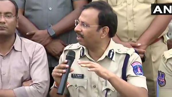 હૈદરાબાદ પોલીસની પ્રેસ કોન્ફ્રેન્સ- આરોપીઓએ ગોળી ચલાવી હતી, જવાબી ફાયરિંગમાં ઠાર મરાયા