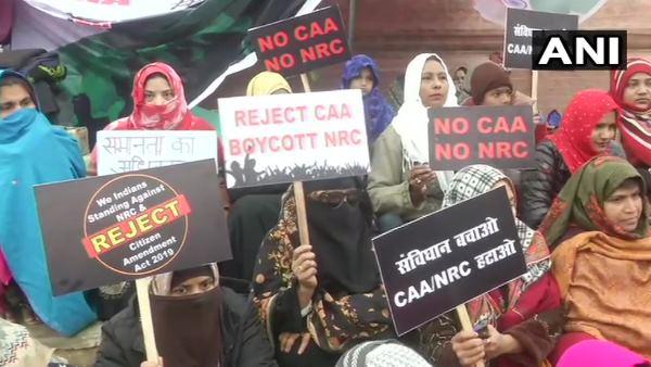 શાહીન બાગની મુસ્લિમ મહિલાઓએ કહ્યું- 'PM મોદી અમારા દીકરા, છતાં માતાની કેમ નથી સાંભળતા?'