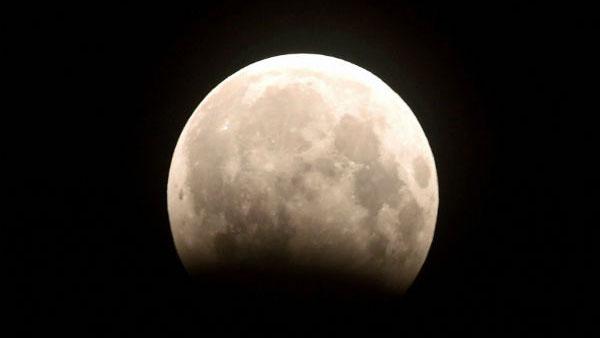 10 જાન્યુઆરીએ આવી રહ્યુ છે વર્ષનું પહેલુ ચંદ્ર ગ્રહણ, જાણો રાશિઓ પર કેવો રહેશે પ્રભાવ?