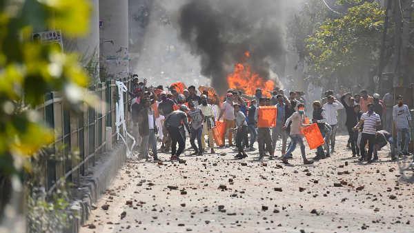 સીએએ વિરોધ: દિલ્હીના મૌજપુરમાં હિંસા ફાટી નીકળી, પોલીસ કર્મચારીનું મોત, ડીસીપી ઘાયલ