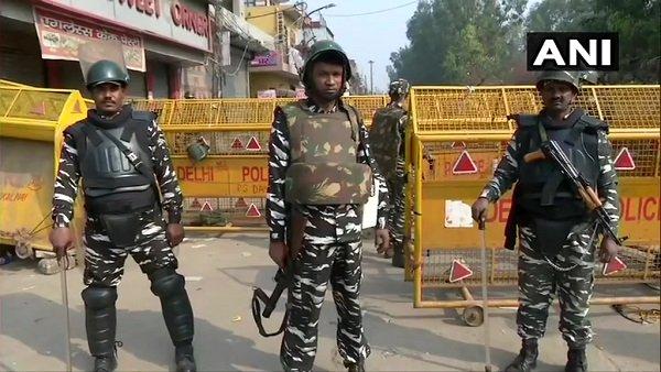 હિંસા પર દિલ્હી પોલીસની હાઇકોર્ટની ફટકાર, કહ્યું કાર્યવાહી માટે આદેશની ન જોવે રાહ