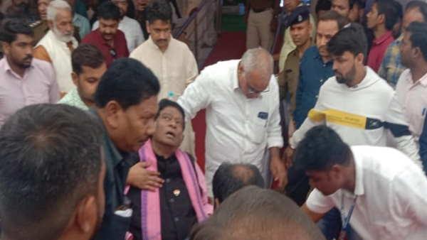 છત્તીસગઢ: પૂર્વ મુખ્યમંત્રી અજિત જોગી સ્ટેજ પર ચઢતાં થયા બેહોશ