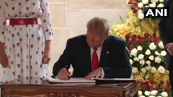 Trump in India: યુએસ રાષ્ટ્રપતિ ટ્રમ્પે ભારત અને બાપૂ માટે લખ્યો આ મેસેજ