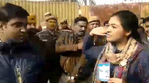 આ પણ વાંચોઃ VIDEO: AAP કાર્યકર્તાએ અલકા લાંબાને એવુ શું કહ્યુ, જેનાથી થપ્પડ સુધી વાત પહોંચી