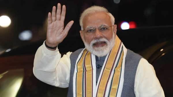 સમગ્ર દેશમાં હર્ષોલ્લાસ સાથે હોળીની ઉજવણી, PMએ પાઠવી દેશવાસીઓને શુભેચ્છા