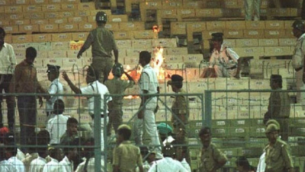When Indian Supporters Burnt Chairs In Stadium Know What Happended