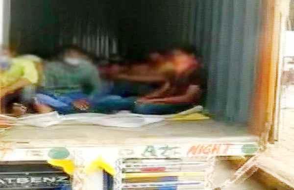 લૉકડાઉનઃ મહારાષ્ટ્ર પોલિસને બે કન્ટેનર ટ્રકોમાં મળ્યા 300 રાજસ્થાની મજૂર