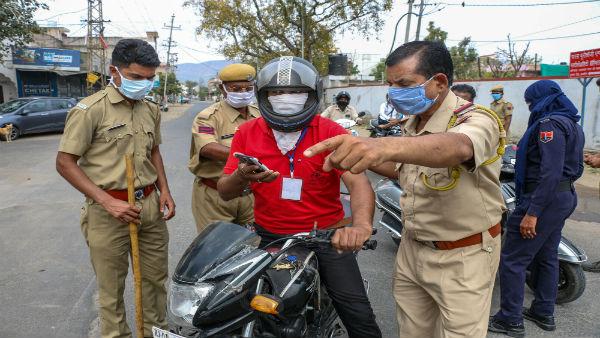 આ પણ વાંચોઃ ગાંધીનગરમાં કોરોના પોઝિટિવ 4 લોકો સામે પોલીસ ફરિયાદ દાખલ