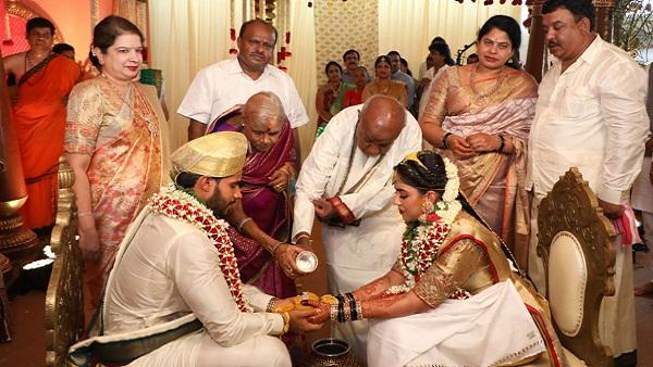 કર્ણાટકઃ કોરોનાના ખતરા વચ્ચે કુમારસ્વામીના પરિવારમાં ભવ્ય લગ્ન, નિયમોની ધજ્જિયાં ઉડાવી