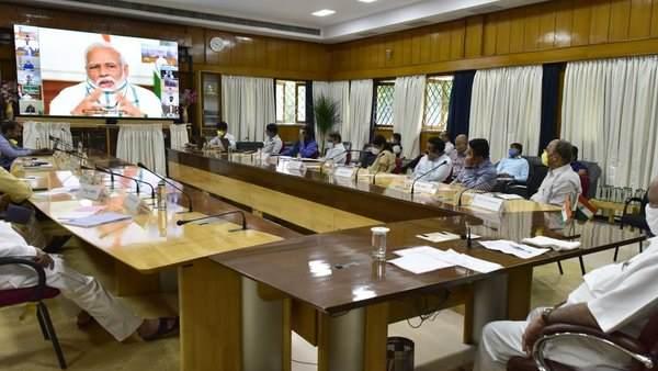 આ પણ વાંચોઃ PM મોદીએ રાજ્યોના CM સાથે કરી ચર્ચા, જાણો બેઠકની મોટી વાતો