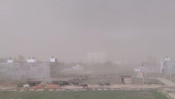 આ પણ વાંચોઃ IMD: આ રાજ્યોમાં આવી શકે છે આંધી-તોફાન અને વરસાદ, એલર્ટ જારી